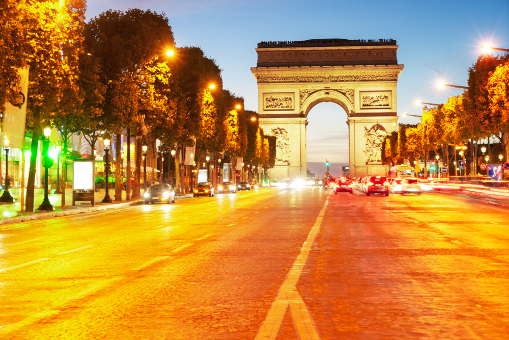 Paris bars to shut for two weeks