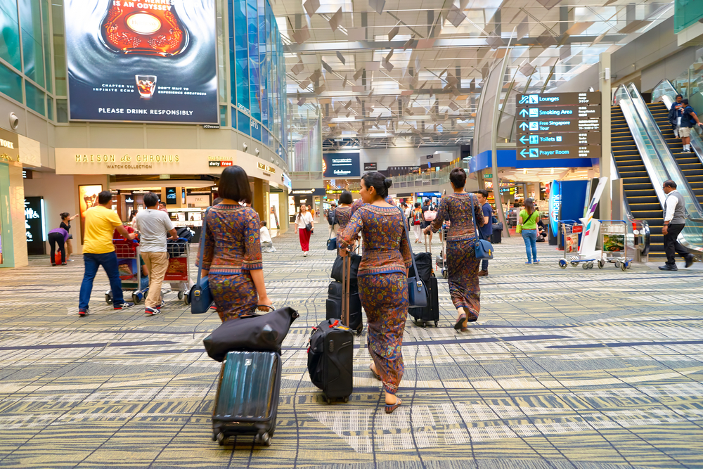 Singapore Airlines Asks Crew to Wear Tracking Devices on Layovers